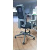 cadeira de escritório branca Poá